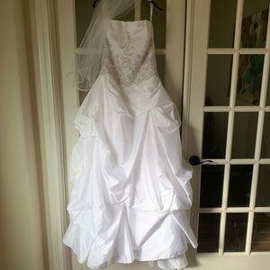 Size 14 wedding dress with veil.